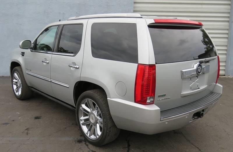 Pre-Owned 2011 Cadillac Escalade Platinum Edition 4dr SUV